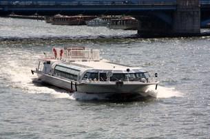 水上バスの写真素材 [FYI00369884]