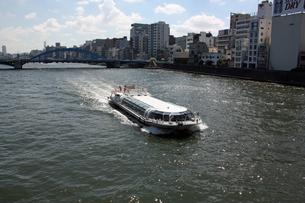 隅田川と水上バスの写真素材 [FYI00369891]