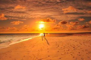 宮古島/前浜ビーチの夕景の素材 [FYI00371800]