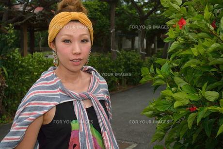 宮古島/来間島で出会った素敵な女性の写真素材 [FYI00373495]