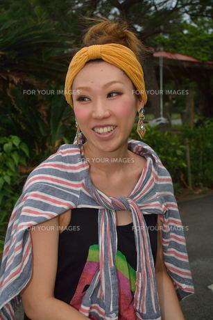 宮古島/来間島で出会った素敵な女性の写真素材 [FYI00373497]