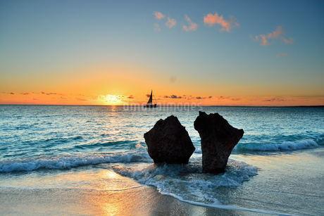 宮古島/長間浜の夕景の素材 [FYI00374472]