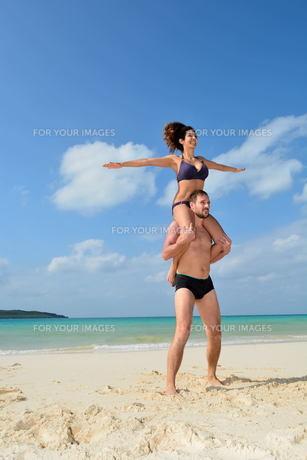 宮古島/前浜ビーチで空手&ヨガの写真素材 [FYI00375636]