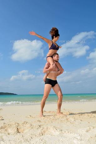 宮古島/前浜ビーチで空手&ヨガの写真素材 [FYI00375638]