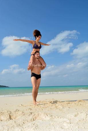 宮古島/前浜ビーチで空手&ヨガの写真素材 [FYI00375643]