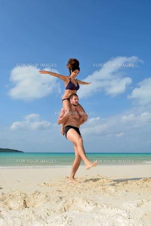 宮古島/前浜ビーチで空手&ヨガの写真素材 [FYI00375650]
