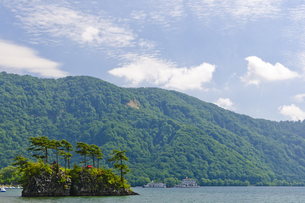 十和田湖 恵比須島の写真素材 [FYI00376589]