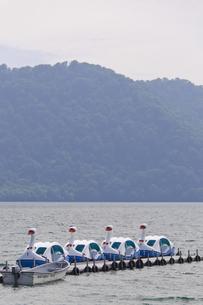 十和田湖 スワンボートの写真素材 [FYI00376616]
