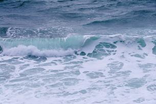冬の荒波の写真素材 [FYI00376727]