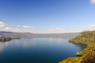 十和田湖の紅葉の写真素材 [FYI00376809]