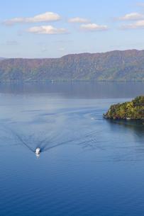十和田湖の紅葉の写真素材 [FYI00376818]