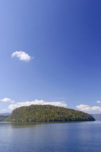 十和田湖の紅葉の写真素材 [FYI00376832]