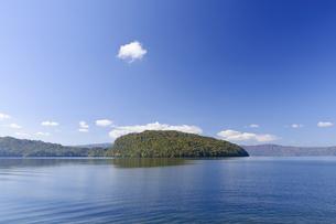 十和田湖の紅葉の写真素材 [FYI00376847]