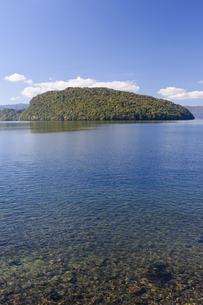 十和田湖の紅葉の写真素材 [FYI00376848]