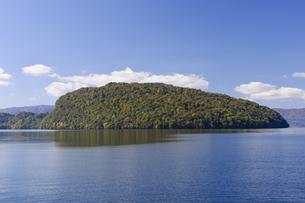十和田湖の紅葉の写真素材 [FYI00376849]