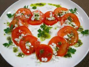 バレンタインにあなたと食べたいトマトサラダ ブラウンの写真素材 [FYI00377056]
