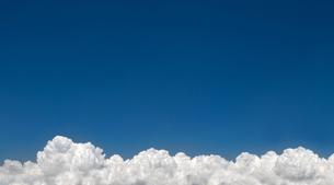 連なる入道雲の写真素材 [FYI00377077]