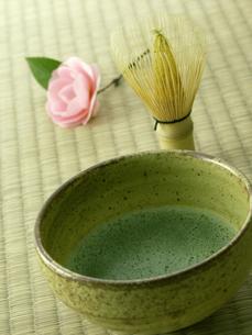 薄茶をたてるの写真素材 [FYI00377139]
