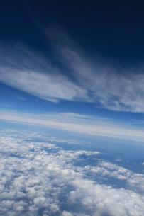 機上より見る雲と闇の写真素材 [FYI00377157]