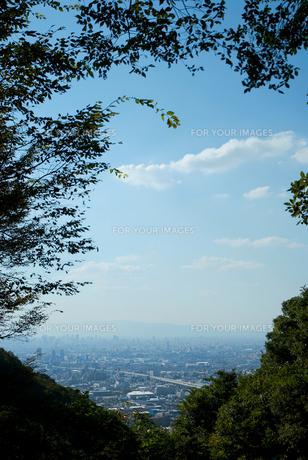 峠から見る街と空の素材 [FYI00377173]