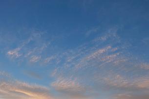 夕焼け雲と青い空の写真素材 [FYI00377182]