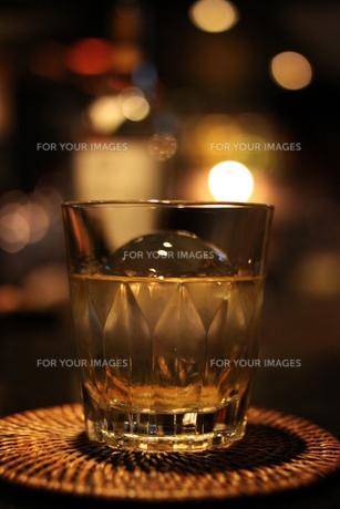 ウイスキー・オンザロックの写真素材 [FYI00377441]