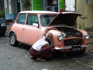 ヤンゴンの路地裏の写真素材 [FYI00377757]