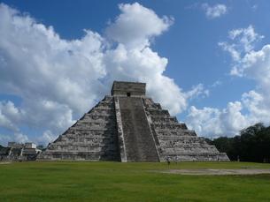チェチェンイッツア ピラミッドの写真素材 [FYI00377783]