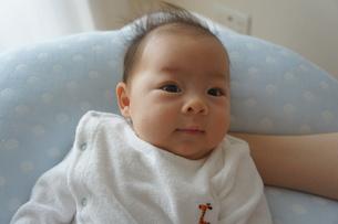 あかちゃん-笑顔の写真素材 [FYI00377832]