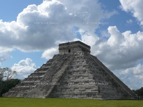 ククルカンのピラミッドの写真素材 [FYI00377872]