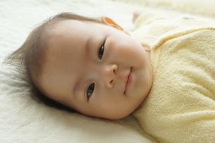 笑顔の赤ちゃんの写真素材 [FYI00377881]