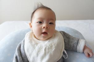 笑顔の赤ちゃんの写真素材 [FYI00377888]
