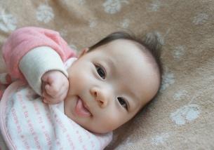 笑顔の赤ちゃんの写真素材 [FYI00377889]