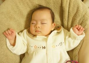 すやすや赤ちゃんの写真素材 [FYI00377891]