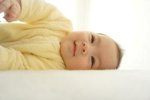 笑顔の赤ちゃんの写真素材 [FYI00377894]