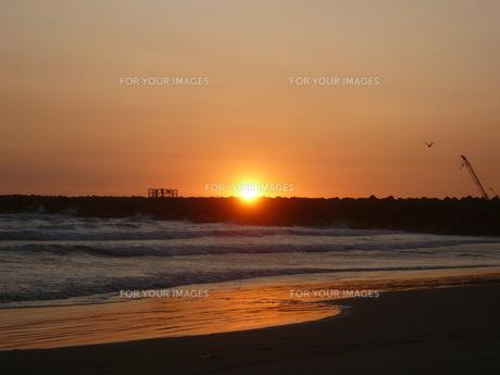 海辺の朝日の写真素材 [FYI00378053]