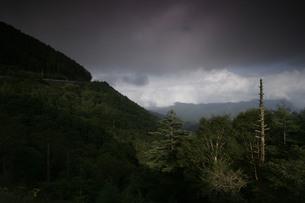 中禅寺湖道路の写真素材 [FYI00378088]