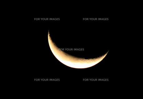 真夜中の三日月の写真素材 [FYI00378110]