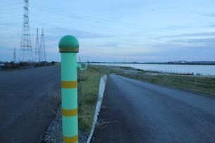 木曽川堤防道路の写真素材 [FYI00378330]