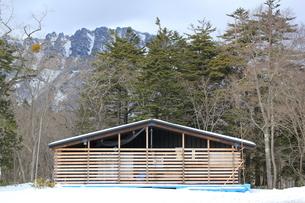 冬に備える小屋の写真素材 [FYI00378418]