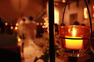 結婚式 チャペル キャンドルの写真素材 [FYI00378471]