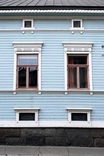 青い家の写真素材 [FYI00378530]