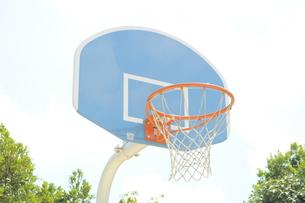 バスケ/バスケットゴール/公園/スポーツの写真素材 [FYI00378546]