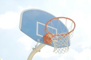 バスケ/バスケットゴール/公園/スポーツの写真素材 [FYI00378549]