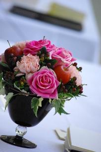 テーブルの上の花の写真素材 [FYI00378651]