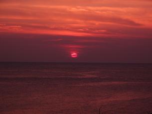 紅い夕日の写真素材 [FYI00378792]