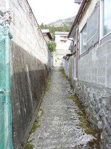 細い路地の写真素材 [FYI00378823]