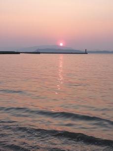 紅い夕日の写真素材 [FYI00378859]