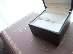 婚約指輪の写真素材 [FYI00378961]