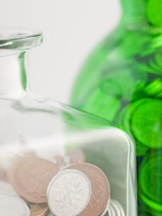空き瓶の貯金箱の写真素材 [FYI00378973]